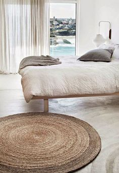 Love the combination of minimalism with warm natural textures.