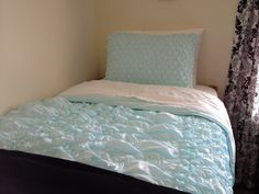 How I made a knockoff of Anthropologie's popular Catalina bedding in Aqua for my daughter's dorm room. When my daughter told me she wanted Anthropologie's Catalina bedding in aqua… Storage Hacks, Diy Storage, Anthropology Bedding, Easy Sewing Projects, Sewing Tutorials, Sewing Ideas, Diy Projects, Indoor Crafts, Ballard Designs