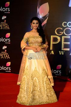 TV actress Helly Shah at Golden Petal Awards red carpet Helly Shah, Bollywood Lehenga, Cute Girl Photo, Indian Designer Wear, Red Carpet Looks, Celebs, Celebrities, India Beauty, Indian Girls
