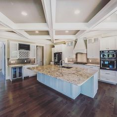 Introducing the kitchen of your dreams. Check her out this Wednesday, while sipping on rosé, mimosas, and enjoying delicious bites from Pine Valley Market at our Million Dollar Viewing Party Broker Event. Click link in profile for details!⠀ .⠀ .⠀ .⠀ .⠀ .⠀ #tidalwalk #milliondollarlisting #wilmingtonnc #northcarolina #intracoastalwaterway #dreamhome #dreamkitchen #openconcept #lifeonthewater #gatedcommunity #waterviews #customhome #luxurylifestyle #beachlife #realestate #coastalliving…