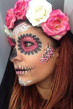 Crown Brush: Sugar Skull Make-up Tutorial by Annabella Lingis Halloween Makeup Sugar Skull, Sugar Skull Makeup, Sugar Skull Art, Halloween Skull, Halloween Make Up, Sugar Skulls, Halloween Science, Skeleton Makeup, Costume Halloween