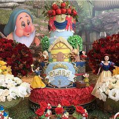 Bolo: Branca de Neve. Mais detalhes da decoração e da festa no post anterior. Decor; @crissreis ...