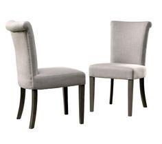 Paddington Spisebordsstol - Flot spisebordsstol i cremefarvet hør og pæne træben. Stolen har en høj ryg, som yder en god støtte og er behagelig at sidde op ad. En spisebordsstol som denne er velegnet til rigtig mange typer af spiseborde, så det er let at få stolen til at falde ind i det øvrige møblement.