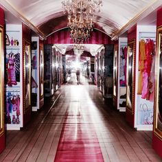 Luxury Walk In Closet Design Ideas for the Sophisticated Home Dream House Exterior, Dream House Plans, My Dream Home, Dream Houses, Walking Closet Ideas, Life Size Barbie, Luxury Closet, Barbie Dream House, Teen Room Decor
