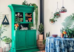 This post iscreated in partnership withEtsy When it comes to decorating boho style, I know it can seem enigmatic. You walk into these spaces layered with textiles, brimming with plants, full of clashing colors–but somehow it all works together to create a space that actually feels relaxing and inspiring. How is that even possible? Well, …