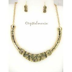 Set de collar y aretes en tono dorado estilo C3036