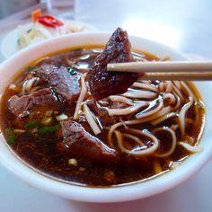 到最高法院附近見客戶,才想到桃源街牛肉麵。Old style beef #noodles #food #Taiwan