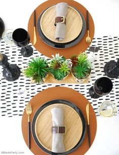 Father's Day Masculine Tablescape Ideas - ideas for a chic, modern but manly table setting in black, white, brown & gold with easy, DIY details! Dinosaur Birthday Party, Unicorn Birthday, Birthday Cake, Party Decoration, Craft Party, Table Decorations, Event Styling, Small Wooden Tray, Starter Plates