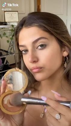 ☆ Follow our board for more ☆ #summermakeup #summermakeuplooks #makeuptutorial #makeuptricks #makeuptutorialforbeginners #makeupideasforteens Natural Makeup For Teens, Natural Eye Makeup, Natural Summer Makeup, Summer Makeup Looks, Edgy Makeup, Cute Makeup, Teen Makeup, Dramatic Makeup, Model Makeup Tutorial