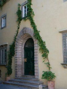 Il Mezzanino - Lucca http://www.salogivillas.com/en/villa/il-mezzanino-22D1