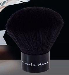 Brocha #Kabuki.   Ideal para la aplicación de polvos compactos o sueltos.  #Oferta 9,10€