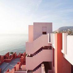La Muralla Roja - Ricardo Bofill Taller de Arquitectura
