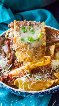 Instant Pot Lasagna Soup is such an easy and flavorful meal made in the Instant Pot with ground beef, Italian spices and a tasty tomato broth. Cheap Clean Eating, Clean Eating Snacks, Instant Pot Pressure Cooker, Pressure Cooker Recipes, Italian Spices, Lasagna Soup, Soup Recipes, Steak Recipes, Recipies