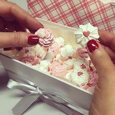 #BarbaraDUrso Barbara D'Urso: Per San Valentino mi hanno regalato le meringhe con i cuoricini!! ❤️❤️❤️ #grazie #sanvalentino #love #dolci #dolcezza #dolceserata #pictoftheday #instagood #instamood
