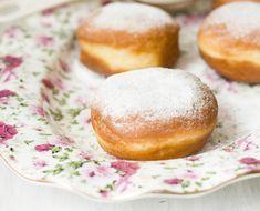 Estos donuts se cuecen al horno tradicionalmente a lo largo de febrero, coincidiendo con el carnaval.