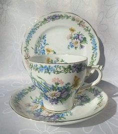 Vintage Roslyn Bone China Garland 846543 Tea cup Trio, Saucer Side plate England