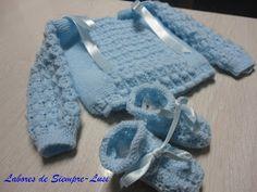 Labores de siempre: Conjunto bebé en celeste Baby Cardigan Knitting Pattern, Baby Knitting, Knitting Patterns, Baby Sweaters, Knit Crochet, Free Pattern, Gloves, Sewing, Color