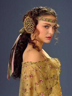 Natalie Portman en 2003 - Les 10 beauty looks cultes de Natalie Portman - Grazia
