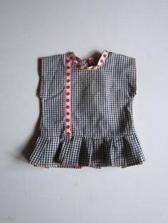 Schoene-alte-Puppenkleidung-Niedliches-kariertes-Kleid