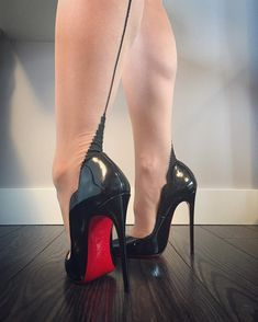 Sexy High Heels, High Heels Boots, Black Stiletto Heels, Frauen In High Heels, Sexy Legs And Heels, Platform High Heels, High Heels Stilettos, Womens High Heels, Black Pumps