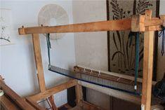 Heidin Iloinen Käsityökulma: Loimen laittaminen kangaspuihin 1/3: Loimen kiertäminen tukille Weaving, Shelves, Macrame, Furniture, Home Decor, Shelving, Decoration Home, Room Decor, Shelving Units