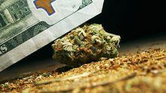 Lo primero que se vendió y se compró a través de Internet fueron unos cogollos de marihuana