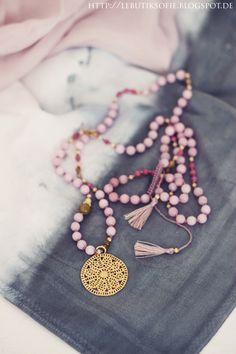 15 Bohemian style wedding ideas for your wedding day Boho Jewelry, Bridal Jewelry, Jewelery, Jewelry Accessories, Handmade Jewelry, Fashion Jewelry, Jewelry Design, Ring Armband, Ibiza Fashion