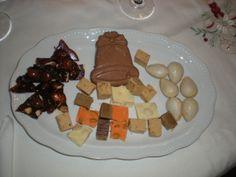 Turrón casero de chocolate y pistacho en forma de campana! Ríquisimooo!! Perfecto para casa y para regalar en un platito individual!