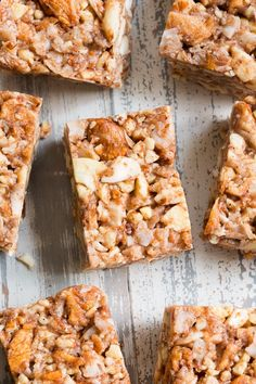 These grain free, vegan, and paleo granola bars are packed with warm spices and chopped dried apples for a fun fall touch! Vegan Gluten Free Desserts, Paleo Dessert, Gourmet Recipes, Real Food Recipes, Snack Recipes, Paleo Granola Bars, Healthy Snacks, Healthy Recipes, Dried Apples