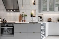 Take a look at this significant illustration in order to examine the here and now relevant information on Classy Kitchen Decor Kitchen Interior, New Kitchen, Interior Design Living Room, Kitchen Dining, Kitchen Decor, Cuisines Design, Küchen Design, Modern Interior Design, Interiores Design
