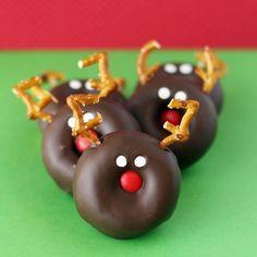 Mini Reindeer Doughnuts-- These are so darn cute & easy to make