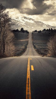 Classic American Road Trip – Tips for a Trip Down Route 66 - Way Outdoors The Road, Back Road, Beautiful Roads, Beautiful Places, Landscape Photography, Nature Photography, Scenic Photography, Winding Road, Photos Voyages