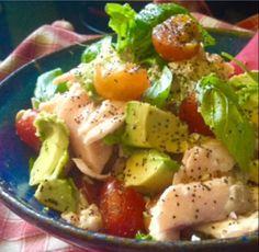 Avocado Tomato and Salmon Salad Recipe Healthy Stew Recipes, Healthy Salads, Real Food Recipes, Meal Recipes, Healthy Life, Avocado Tomato Salad, Salmon Avocado, High Protein Dinner, Salmon Salad Recipes