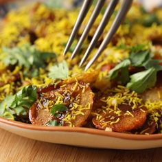 Spicy sweet and sour this easy aloo chaat is the most addictive evening snack ever! Crispy potatoes roasted in ghee and then tossed in spices and tamarind chutney will literally have you smacking your lips! Pakora Recipes, Aloo Recipes, Chaat Recipe, Chutney Recipes, Spicy Recipes, Tamarind Recipes, Snacks Recipes, Potato Recipes, Indian Appetizers