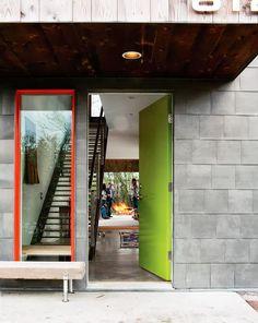 Janelas com esquadrias coloridas! Por que não pensamos nisso antes? - dcoracao.com - blog de decoração