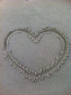 Hart in het Zand op het Strand van Ameland....wachtend op de Zee....