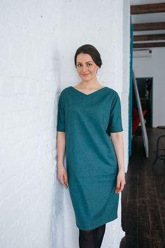 Платье с V- образным вырезом