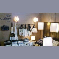 Nûr Gallery fabrique des textiles, lin, lampe en papier, objets en bois à la main