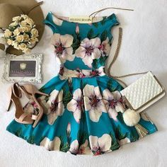 Vestido NEOPRENE Ombro à Ombro Laiane ( Estampa Arabescos/Rosas) Pretty Dresses, Beautiful Dresses, Simple Dresses, Casual Dresses, Short Dresses, Casual Outfits, Cute Outfits, Dresses For Teens, Girls Dresses
