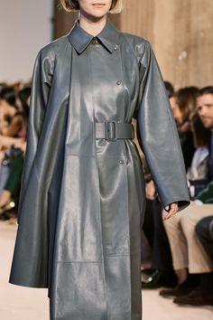 Salvatore Ferragamo Fall 2020 Ready-to-Wear Fashion Show - Vogue Salvatore Ferragamo, Fashion 2020, Fashion Show, Fashion Trends, Milan Fashion, High Fashion, Fashion Inspiration, Women's Fashion, Vogue Paris