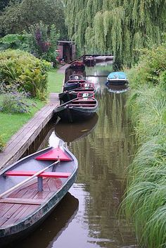 Giethoorn - a Village in the Netherlands with no roads.