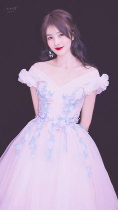 Arsenal Academy, Yoona Snsd, China Girl, Chinese Actress, Korean Girl, Asian Beauty, Cute Girls, Boy Or Girl, Evening Dresses