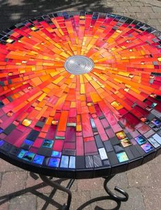 magnificent diy mosaic garden path decorations for your inspiration 1 Mosaic Tile Art, Mosaic Crafts, Mosaic Projects, Mosaic Glass, Mosaic Mirrors, Garden Projects, Glass Vase, Mosaic Madness, Glass Wall Art
