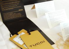 Sistema de packaging integral de Tucci, temporada otoño invierno. 5 medidas de bolsas, combinación de dorado y blanco, hang tag, cuidado de ropa, papel seda, bolsa producto. Realizado en Estudio FBDI