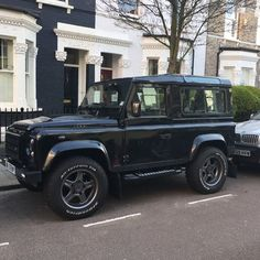 Lovely @twisted_automotive in Fulham #LandRoversofLondon #LandRover #LandRoverDefender #Twisted #TwistedDefender #Defender #defender90 #rangerover #discovery #landy #offroad #bespoke #chelseatractor #4x4 #London #England by landroversoflondon Lovely @twisted_automotive in Fulham #LandRoversofLondon #LandRover #LandRoverDefender #Twisted #TwistedDefender #Defender #defender90 #rangerover #discovery #landy #offroad #bespoke #chelseatractor #4x4 #London #England
