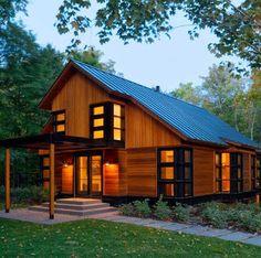 Fachada de casa moderna de campo de dos pisos