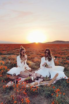 Picnic in the wildflower meadow I California http://www.ohhcouture.com/2017/04/revolvefestival-coachella-palm-springs/ #leoniehanne #ohhcouture