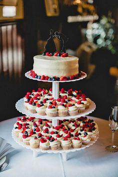 Mini Wedding Cake Wedding Cupcake / http://www.himisspuff.com/beautiful-wedding-cupcakes/3/