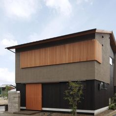 床座の家 | Studio tanpopo-gumi Japanese Home Design, Japanese House, Facade Design, Exterior Design, Residential Architecture, Architecture Design, House Front Design, House Wall, Facade House