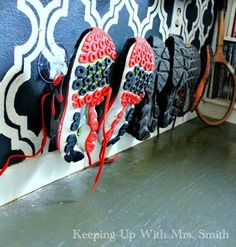 How to Solve Your Entryway Shoe-Pile Problem for 29 Cents DIY - DIY Gartendekor Dollar speichert Hanging Storage, Shoe Storage, Storage Ideas, Secret Storage, Clothes Storage, Shelving Ideas, Creative Storage, Storage Hacks, Dollar Store Bins
